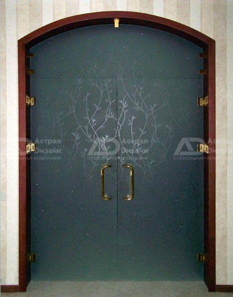 не дорогие железные двери с стеклом