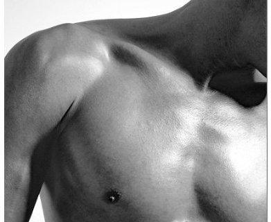 плитка Erotik с черно-белыми мужскими фотографиями