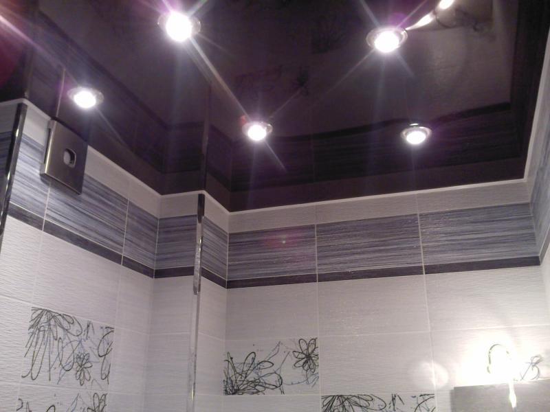 Дизайн натяжных потолков для ванной