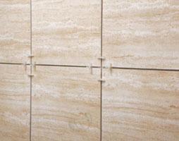 Керамическая плитка, особенно ректифицированная, нуждаются в бережном обращении во избежание скола углов
