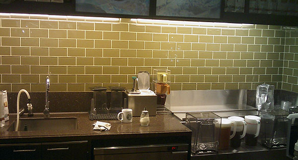 Керамическая плитка под кирпич - оптимальный вариант, если фасадная или интерьерная отделка стен предполагает наличие...