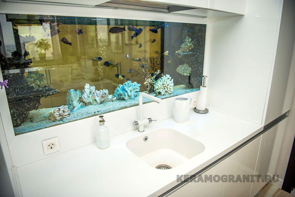 Аквариум на фартуке в кухне (фото 5)