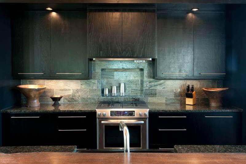 Кухонный фартук из керамогранита с текстурой натурального камня